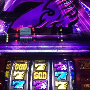 アナザーゴッドハーデスで紫7降臨のプレミア演出画像
